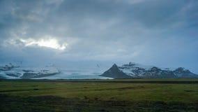 De verre mening van IJsland van de Vatnajokullgletsjer van wegreis Royalty-vrije Stock Fotografie