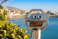 De Verrekijkers van de toerist Tenerife, Spanje Stock Afbeeldingen
