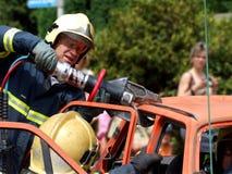 De verrichting van de redding bij autoaccident Royalty-vrije Stock Foto