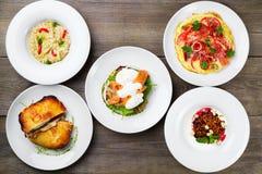 De verscheidenheid van de ontbijtmaaltijd, de foto van het restaurantmenu stock foto's