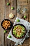 De verscheurde Spruitjes geroosterde salade van de kekersparmezaanse kaas Stock Afbeelding