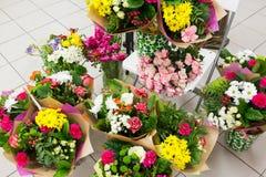 De verschillende achtergrond van bloemenboeketten Royalty-vrije Stock Foto's