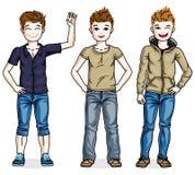 De verschillende jonge leuke kinderen die van tienerjongens dragend manier bevinden zich Royalty-vrije Stock Foto
