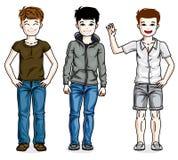De verschillende jonge leuke kinderen die van tienerjongens dragend manier bevinden zich Stock Foto's