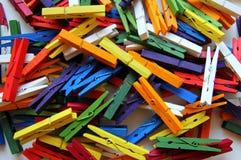 De verschillende multicolored wasknijpers royalty-vrije stock afbeelding