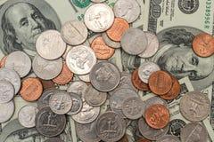 De verschillende muntstukken van de V S dollars, muntstukken en bankbiljetten van de Verenigde Staten Stock Fotografie