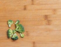 De verse broccoli solated op een houten achtergrond Stock Afbeelding