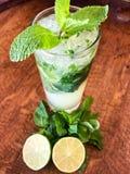 De verse cocktail van de zomermojito royalty-vrije stock afbeelding