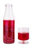 De verse drank van het frambozenvruchtensap in transparante fles en glas Royalty-vrije Stock Foto