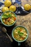 De verse gemaakte hete soep van de kippennoedel Stock Fotografie