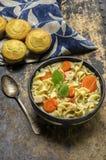 De verse gemaakte hete soep van de kippennoedel Royalty-vrije Stock Foto's