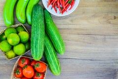 De verse groente van de landbouwersmarkt van hierboven met exemplaarruimte royalty-vrije stock foto