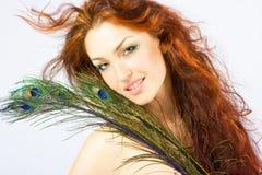 De verse heldere dame van de close-up met lang rood haar Stock Foto's