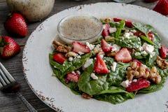 De verse organische salade van de aardbeispinazie Royalty-vrije Stock Foto
