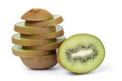 De verse rijpe plakken van het kiwifruit in stapel Stock Foto