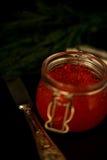 De verse rode donkere foto van de kaviaar selectieve nadruk Stock Fotografie