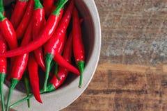 De verse roodgloeiende Spaanse peperpeper in hoogste mening of vlak legt Sluit omhoog van royalty-vrije stock afbeeldingen