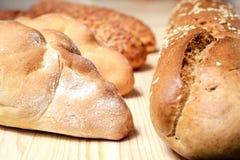 De verse smakelijke gebakjes trekken aandacht aan stock afbeeldingen