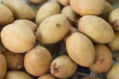De verse stapel van het Sapodillafruit op de achtergrond Royalty-vrije Stock Foto