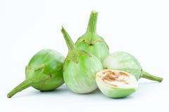 De verse Thaise aubergine of Geel berried nightshade op de witte geïsoleerde groente van de achtergrondaubergineaubergine Royalty-vrije Stock Foto's