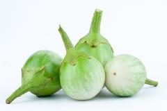 De verse Thaise aubergine of Geel berried nightshade op de witte geïsoleerde groente van de achtergrondaubergineaubergine Royalty-vrije Stock Afbeeldingen