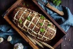 De verse trekkracht paneert apart met kaas en knoflook Stock Fotografie