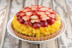De verse vruchten van de mangoaardbei scherpe cake Royalty-vrije Stock Fotografie