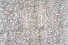 De versleten bleke witte en zwarte concrete achtergrond van de muurtextuur Geweven pleister stock foto