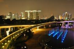 De versperring en de horizon van de Jachthaven van Singapore stock afbeeldingen