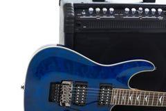De versterker en de elektrisch-gitaar van de gitaar Stock Afbeeldingen