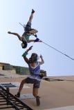 De verticale acrobaten tijdens tonen Royalty-vrije Stock Foto