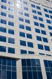 De verticale bouw van het bureau, royalty-vrije stock afbeeldingen