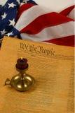 De verticale Grondwet, de Kaars, en de Vlag van Verenigde Staten Royalty-vrije Stock Foto