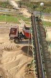 De verticale transportband van de vrachtwagen en van de steengroeve, Royalty-vrije Stock Afbeeldingen