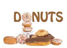De vertoning die van het Donutsteken een doughnut als deel van woord gebruiken Stock Fotografie