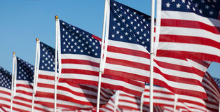 De vertoning van de Vlag van de V.S. het herdenken nationale feestdag Stock Fotografie