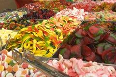De vertoning van het suikergoed bij een markt Royalty-vrije Stock Afbeeldingen