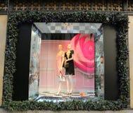 De vertoning van het vakantievenster bij Zakken Fifth Avenue titelde `-Land van 1000 Verrukkingen ` in Manhattan Royalty-vrije Stock Afbeeldingen
