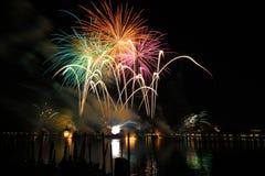 De vertoning van het vuurwerk Stock Afbeeldingen