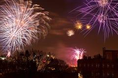 De vertoning van het vuurwerk in de Vooravond van Nieuwjaren Royalty-vrije Stock Foto