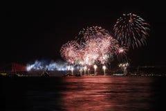 De vertoning van het vuurwerk in Istanboel, Turkije Royalty-vrije Stock Afbeelding
