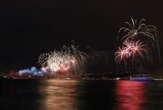 De vertoning van het vuurwerk in Istanboel, Turkije Royalty-vrije Stock Fotografie