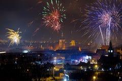 De vertoning van het vuurwerk op de Vooravond van Nieuwjaren in Gdansk Royalty-vrije Stock Fotografie