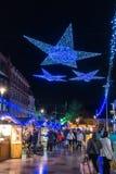 De vertoning van Kerstmislichten in Cardiff Wales op 15 December, 2018 Niet geïdentificeerde mensen stock afbeelding