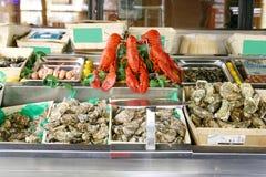 De vertoning van zeevruchten in markt Royalty-vrije Stock Foto