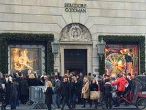 De Vertoningen van het vakantievenster in Bergdorf Goodman in New York royalty-vrije stock foto