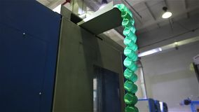 De vervaardiging van matras springt, niemand, proces van assemblage van de lenteblokken, de workshop bij de assemblage van de len stock footage