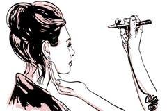 De verven van de de make-upkunstenaar van vrouwenvisagist op het gezicht van zijn cliënt met luchtpenseel Royalty-vrije Stock Foto's