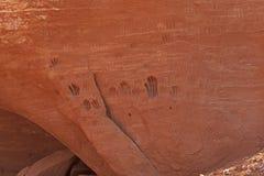 De Verwering van de handdruk op een Rode Rotsmuur stock foto