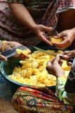 De Verwerking van de ananas royalty-vrije stock afbeeldingen